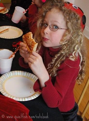 Sarah eats pizza