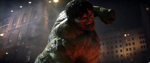 Hulk golpeando