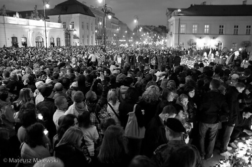 Poles gather for national mourning