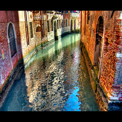 Turning point? (Vesuviano - Nicola De Pisapia) Tags: blue venice red italy green water italia right walls laguna acqua venezia turning veneto eow lagunare 25faves mywinners abigfave vesuviano colorphotoaward infinestyle bauhausrendezvous