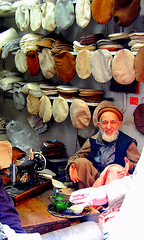 "Pathan Hospitality.."" please join me for a chay...?"" (friend_faraway *) Tags: city pakistan men shopping tea hats peshawar bazaar oldcity pathan chay pashtun fotogezgin khyberbazaar pukhtoo"
