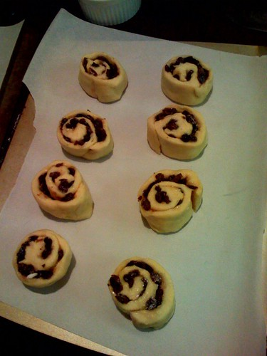sliced raisin rolls
