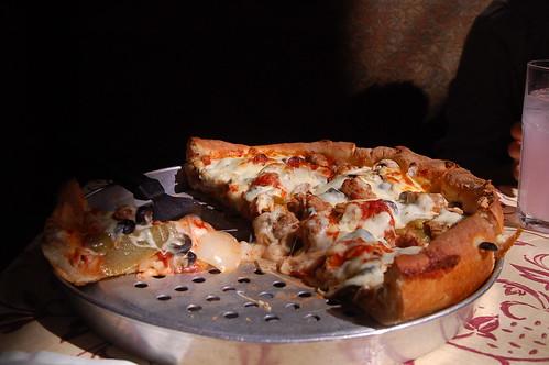 整個pizza是很大一片,而且很厚