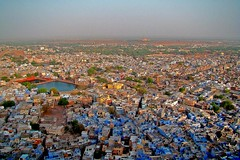 Jodhpur - The Blue City (Ayush Bhandari) Tags: travel sunset india de amazing photos fort musee fade areal fading whoa rajasthan inde jodhpur birdsview mehrangarh bluecity umaidbhavanpalace jodhpurfortdemehrangarhphotosmusee