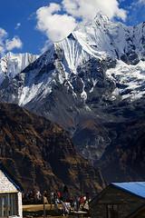 French Trekkers in Annapurna Base Camp (elosoenpersona) Tags: world travel nepal camp mountain mountains trekking trek bravo asia peak trekkers pico summit campo abc himalaya montaa base annapurna cima viajar chuli ghandrava elosoenpersona