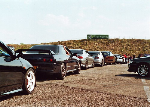 Long line of cars waiting for tracktime @JAF2011