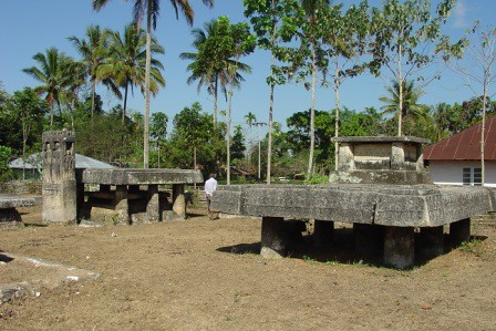 tombs in Pasunga