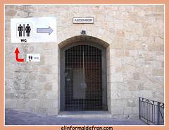 ascensol con cartel f