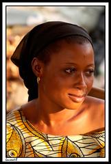 Un regard du march (Laurent.Rappa) Tags: voyage africa travel portrait people smile face women retrato couleurs femme laurentr sourire ritratti ritratto soe ctedivoire peuple africain afrique ivorycoast ivorycost laurentrappa