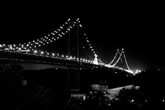 Beautiful night B&W (lg.custodio) Tags: bw portugal canon flickr lisboa lisbon xs ponte25deabril altodesantoamaro visitportugal postaisilustradosdeportugal ilustrarportugal 1000d lisbonlights lgcustodio