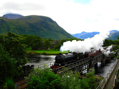 Il vero Hogwarts Express / The real Hogwarts Express (AndreaPucci) Tags: bridge castle train scotland fort william steam ponte express hogwarts castello treno fortwilliam steamtrain mallaig scozia hogwartsexpress canoneos400 vapore andreapucci