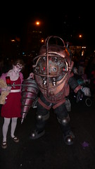 halloween parade_071031_05.JPG (Alienate) Tags: game halloween daddy costume tv video big parade videogame spike vga epic littlesister 2007 bigdaddy 2k spiketv diggcom villagehalloweenparade videogameawards vgas bioshock kenlevine besthalloweencostumeever