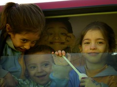 P.N.F:cada uno en lo suyo (Peka!) Tags: chile auto girls boys car kids happiness niños grupo bebes antofagasta risas nenes peka