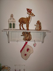 Kitchen shelf (*hoppetosse*) Tags: reindeer squirrel steiff shabbychic