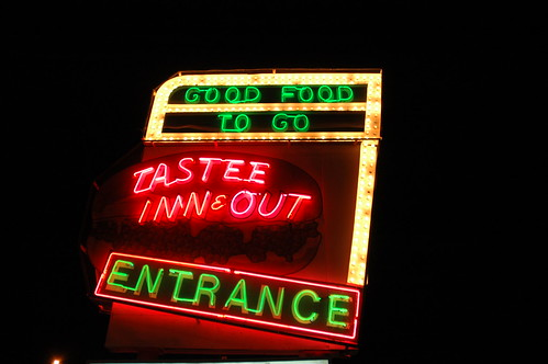 Tastee Sign Close