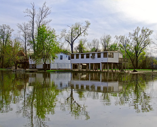 River-houses on the bank of the Meramec River, in Jefferson County, Missouri, USA, just above the mouth at the Mississippi River