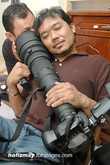 Nikon 800mm (Hafizudin) Tags: hugging nikon d70s malaysia raya aidilfitri malay perlis 800mm sb800 supertelephoto inyourdreams photographerinaction nikonspeedlight nikonuser fmdc nikontelephoto bigsmileinhisface nutzaboutnikon