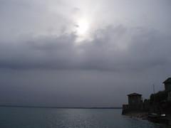 Castello stregato (Valentina S.) Tags: italien sky italy lake garda italia lac brescia italie sirmione gardasee lakeofgarda