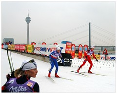 Ski Cross Country in the City (Hans van Reenen) Tags: ski germany deutschland crosscountry worldcup sprint dsseldorf fis langlauf rheinturm stadttor fav10 rheinkniebrucke abigfave 20071027 infinestyle