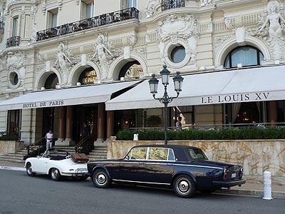 voitures devnt l'hotel de Paris.jpg