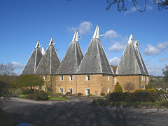 East Farleigh oasts (Photo Paul) Tags: uk england buildings kent britain traditional east oasthouse oasts farleigh