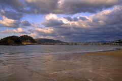 Donosti - A pie de Playa (Carlink) Tags: sea beach mar sand waves playa arena donosti sansebastian olas euskadi paisvasco orilla ondarreta blueribbonwinner excellentphotographerawards carlink qualitypixels carlinkphoto
