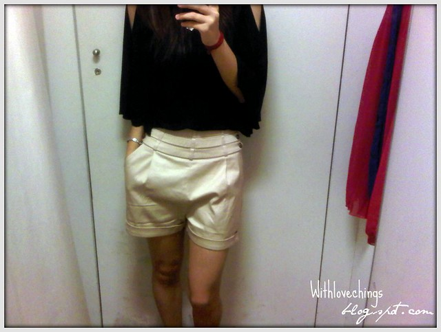MEGAGAMIE Upcoming Shorts in Cream