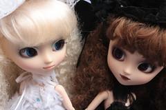163/365- Lola and Delilah (pullip_junk) Tags: lola pullip isolde
