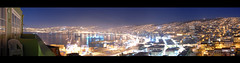 [ panoramica de nochesita ] ver en tamao gigante!! ([ paranoid android ]) Tags: chile sea sky slr night port buildings puerto valparaiso noche harbor mar edificios nikon barco ship nightshot pano hills cielo panoramica bahia d200 nikkor cerros balcon photopostcard chilensis ptgui britanico nikond200 18135mm