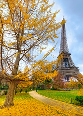 romantic little stroll in Paris... (*bratan*) Tags: winter sky paris france tree love leaves architecture photoshop bravo eiffeltower manipulation romantic soe hdr sunbeams themoulinrouge photomatix bisous magicdonkey xoxoxoxox artlibre infinestyle goldenphotographer bratanesque bratanism nannangrienfaismoi