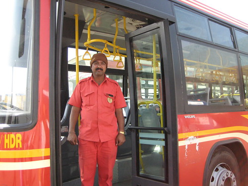 बीआरटी बस आणि चालक