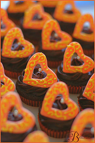 Orange color theme wedding cupcakes