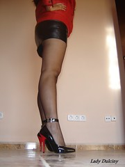 Pump Charol 4 (lady_dulciny_boots) Tags: red black stockings leather pumps highheels legs skirt jacket nylon lack mycollection nylonstockings charol