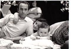 autoscatto di famiglia 1972 b/n by my Dad! (pino piedimonte) Tags: soe qualitypixels llovemypics glisguardipiùbellipuntatisudime neroametà licwip
