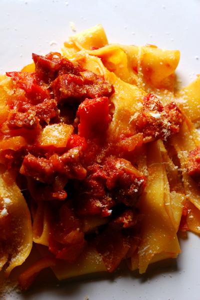 Pappardelle con Rugù di Cinghiale Salami e Pepperoni