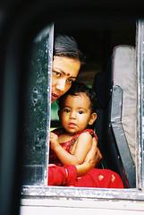 Largo viaje (ARTIMAÑA) Tags: nepal madre lpwindows