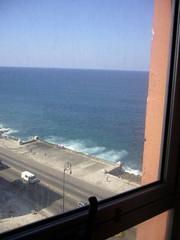 房間窗戶可看見海