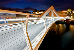 Squiggly bridge, Glasgow. (Spencer Bowman) Tags: bridge night scotland nightlights glasgow illuminated getty squiggly afterdark broomielaw inspiredbylove atlanticquay tradestonbridge squigglybridge clyderegeneration 14may09 glasgowfootbridge