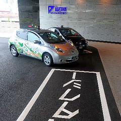 17日JR大板車站,新設置的環保計程車專用乘車處進行試駕測試。照片節錄自朝日新聞網站,伊藤恵里奈攝影。