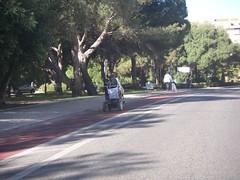 De cadeira-de-rodas na ciclovia da Quinta do Marquês, Oeiras