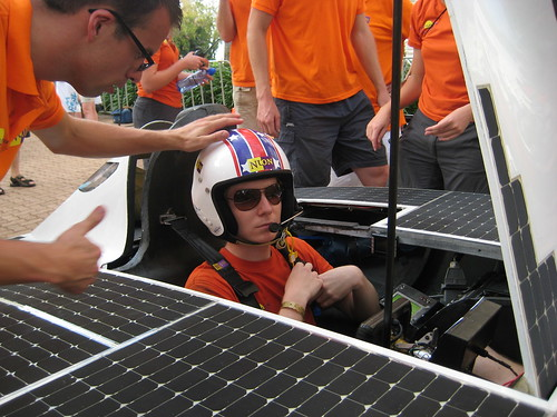 Eerste dag voor Nuna4 in de World Solar Challenge 2007 - Start Oliver