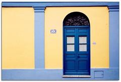 Del Comercio 218 (..felicitas..) Tags: door blue colors yellow azul canon uruguay puerta colores explore amarillo colonia cr coloniadelsacramento felumolina interestingness379 i500 4209 mywinners abigfave anawesomeshot explore27oct2007 felicitasmolina