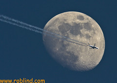 Take me to the moon and back! (roblind.com) Tags: moon plane airplane contrail aircraft jet ryanair airliner dfc boeing737800 dintonpastures canon40d canon600mmf4 damniwishidtakenthat