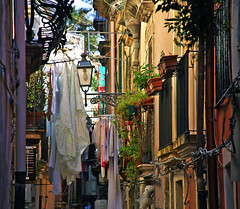 Siracusa (Italy) - Narrow Street (Danielzolli) Tags: italien it