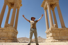 Palmyra - raising one's hands to the heavens (CharlesFred) Tags: peace desert roman middleeast hospitality siria syrian honour  syrien romanruins suriye  syrianarabrepublic  sirie balmera   shoufsyria  palpalmyra   welovesyria aljumhriyyahalarabiyyahassriyyah siri
