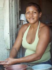 Retrato de Yolis - Portrait of Yolis; Balfate, Colón, Honduras (Lon&Queta) Tags: people latinamerica portraits pretty honduras bonita gps guapa colon centralamerica 2007 américalatina balfate