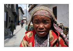 Mute woman in Jomson (yanseiler) Tags: world travel nepal people mountain work trek canon asia backpack 5d tibetan canon5d circuit annapurna independant hymalaya thorungla