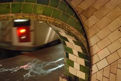 City Hall Subway Station (Triborough) Tags: nyc newyorkcity ny newyork subway loop cityhall manhattan mta irt lowermanhattan 6train 2007 nycsubway nyct nycta newyorkcounty nyctransit r142 civicenter newyorkcitytransitauthority november2007