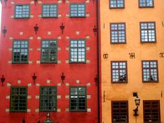 a_simmetrie (SaruLa [*] (qualcuno mi rinnovi il pro! :P)) Tags: windows red house yellow casa sweden stockholm stan giallo gamlastan sverige asymmetry rosso finestre gamla stortorget svezia asimmetria abigfave anawesomeshot stocccolma
