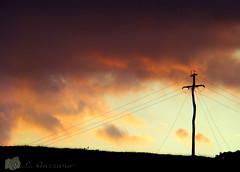 Comum (Jorge L. Gazzano) Tags: sol poste nuvem pedreira sonyh9 jorgelgazzano fotocomum